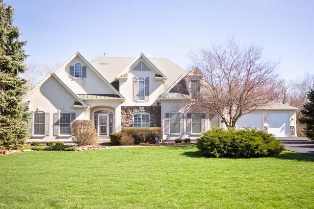 16 E Lexington Circle, Yorkville, IL 60560 (MLS #09855737) :: The Dena Furlow Team - Keller Williams Realty
