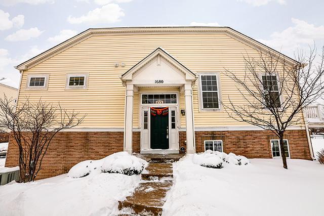 1680 Dogwood Lane, Hanover Park, IL 60133 (MLS #09855897) :: Lewke Partners