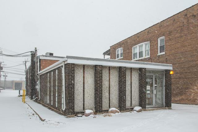 6416 Ridgeway Avenue, Lincolnwood, IL 60712 (MLS #09856689) :: Lewke Partners