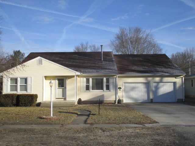 502 E Barker Street, Tuscola, IL 61953 (MLS #09856923) :: Ryan Dallas Real Estate