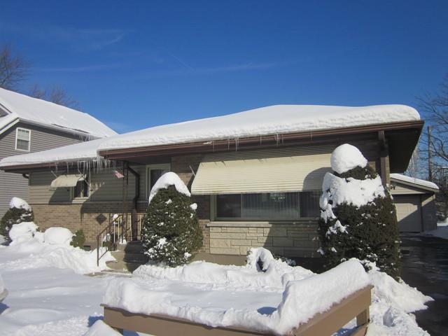 225 Village Road, Willowbrook, IL 60527 (MLS #09858267) :: Lewke Partners