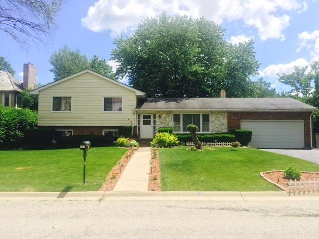 627 Anthony Trail, Northbrook, IL 60062 (MLS #09858695) :: Helen Oliveri Real Estate