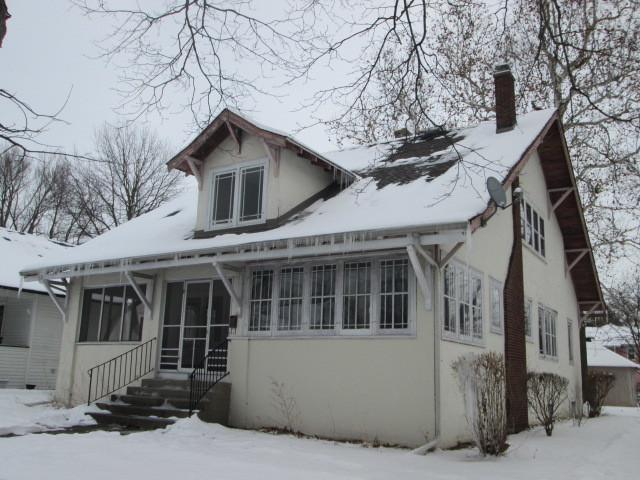 896 S Myrtle Avenue, Kankakee, IL 60901 (MLS #09858824) :: Lewke Partners
