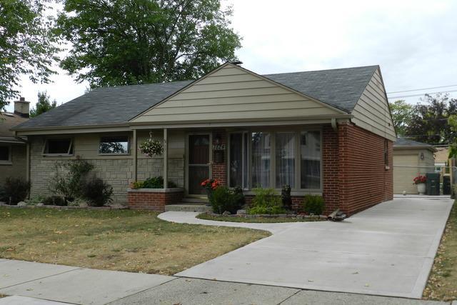 7824 N Harlem Avenue, Niles, IL 60714 (MLS #09859145) :: Helen Oliveri Real Estate