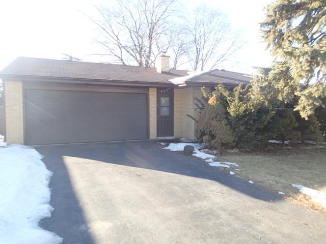 634 Nelson Lane, Des Plaines, IL 60016 (MLS #09859859) :: Helen Oliveri Real Estate