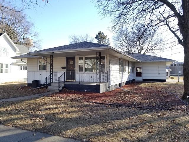 327 W 3rd Street, Prophetstown, IL 61277 (MLS #09860024) :: Domain Realty