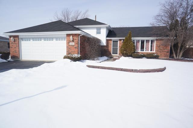 7714 W Lakeside Drive, Frankfort, IL 60423 (MLS #09860408) :: Domain Realty