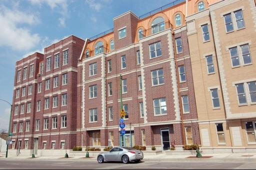 2608 W Diversey Avenue #202, Chicago, IL 60647 (MLS #09860502) :: Domain Realty