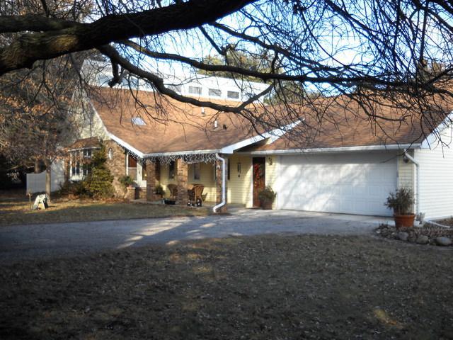 13468 Dupont Road, Farmer City, IL 61842 (MLS #09860515) :: Lewke Partners