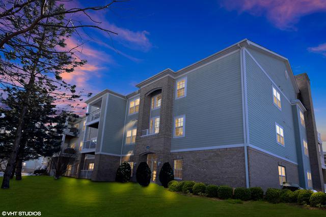 1307 W Lake Street #102, Addison, IL 60101 (MLS #09860620) :: Domain Realty