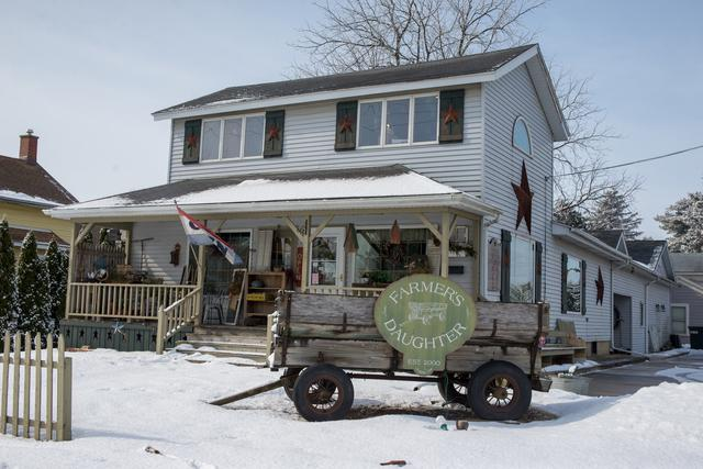 303 Main Street, Sandwich, IL 60548 (MLS #09860937) :: The Dena Furlow Team - Keller Williams Realty