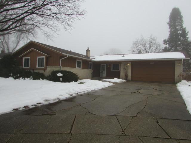 5239 Indianhead Avenue, Rockford, IL 61108 (MLS #09861573) :: Key Realty