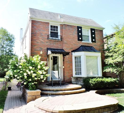 2917 W Chase Avenue, Chicago, IL 60645 (MLS #09862015) :: Lewke Partners
