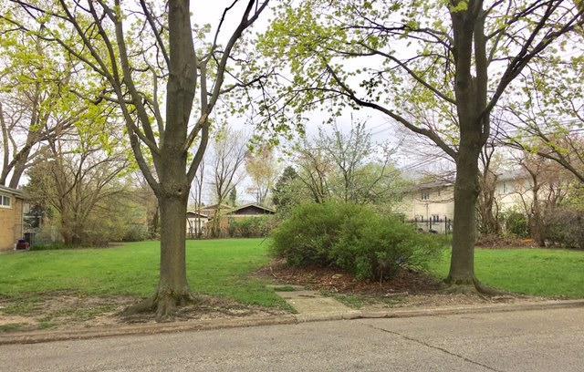 3837 W Estes Avenue, Lincolnwood, IL 60712 (MLS #09862300) :: Lewke Partners