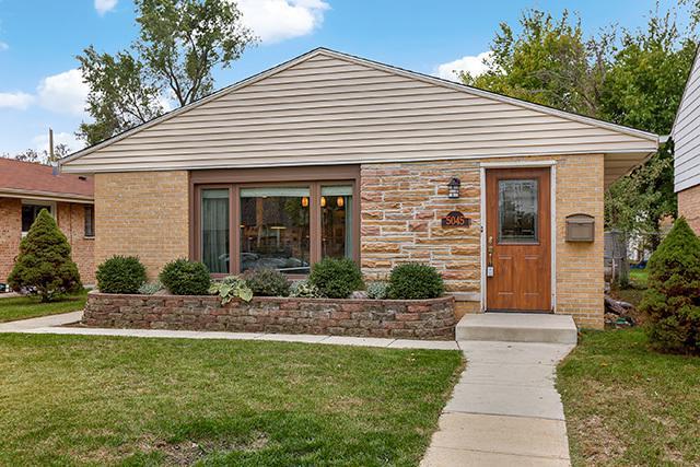 5045 Wright Terrace, Skokie, IL 60077 (MLS #09863737) :: Lewke Partners