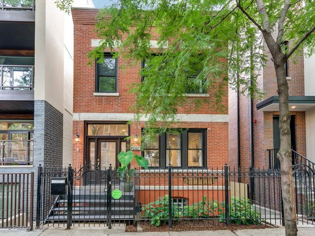 2221 W Lyndale Street, Chicago, IL 60647 (MLS #09863807) :: Lewke Partners