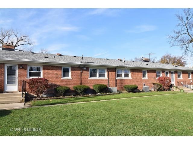 111 W Ash Street C, Lombard, IL 60148 (MLS #09863884) :: Lewke Partners
