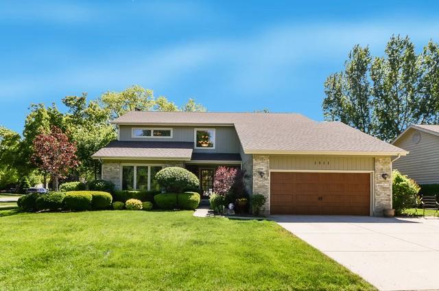 1311 Hidden Lake Drive, Buffalo Grove, IL 60089 (MLS #09864299) :: Lewke Partners