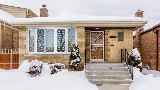 5822 S Meade Avenue, Chicago, IL 60638 (MLS #09864517) :: The Dena Furlow Team - Keller Williams Realty