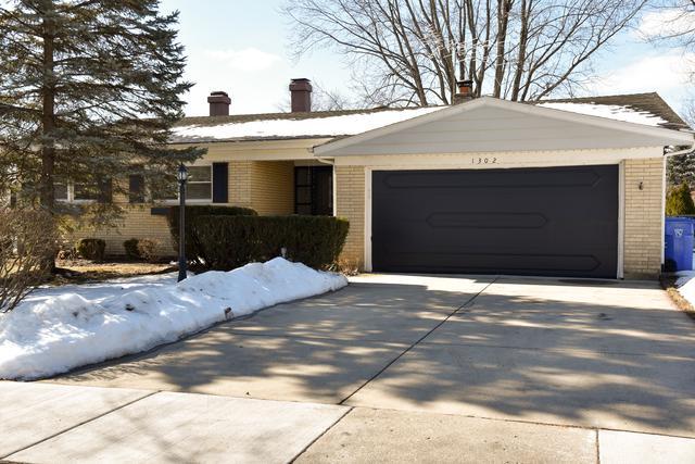 1302 N Pima Lane, Mount Prospect, IL 60056 (MLS #09864648) :: Lewke Partners