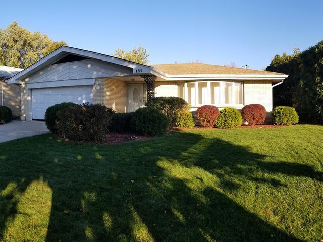 9237 S Tripp Avenue, Oak Lawn, IL 60453 (MLS #09864705) :: Lewke Partners