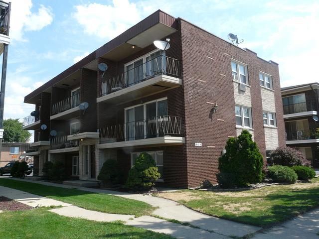 6912 W 65th Street #2, Chicago, IL 60638 (MLS #09864747) :: The Dena Furlow Team - Keller Williams Realty