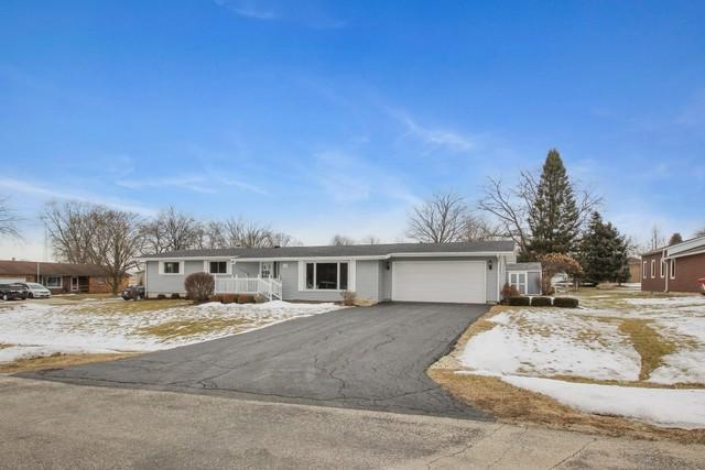 344 W Shaffer Street, Dakota, IL 61018 (MLS #09864830) :: Lewke Partners