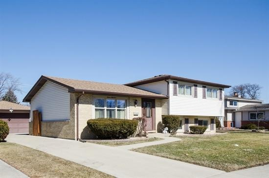 700 Devonshire Drive, Des Plaines, IL 60018 (MLS #09867751) :: The Jacobs Group