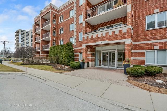 100 N Gary Avenue #207, Wheaton, IL 60187 (MLS #09869701) :: The Dena Furlow Team - Keller Williams Realty