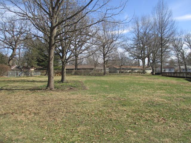 105 Magnolia Drive, VILLA GROVE, IL 61956 (MLS #09871145) :: Ryan Dallas Real Estate