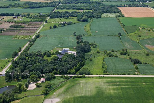 16556 County Line Road, Capron, IL 61012 (MLS #09880477) :: Ani Real Estate
