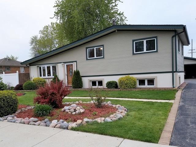 8330 Nottingham Avenue, Bridgeview, IL 60455 (MLS #09880783) :: The Jacobs Group