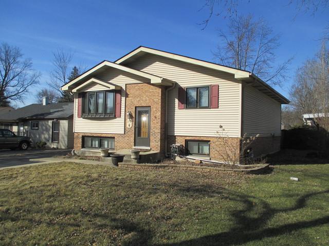 370 N Cedar Avenue, Wood Dale, IL 60191 (MLS #09882202) :: The Jacobs Group