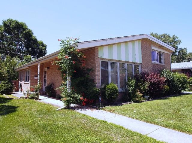 7270 N Crawford Avenue, Lincolnwood, IL 60712 (MLS #09882987) :: The Jacobs Group