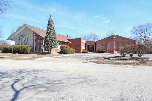301 Ridge Avenue, Elk Grove Village, IL 60007 (MLS #09884326) :: Domain Realty