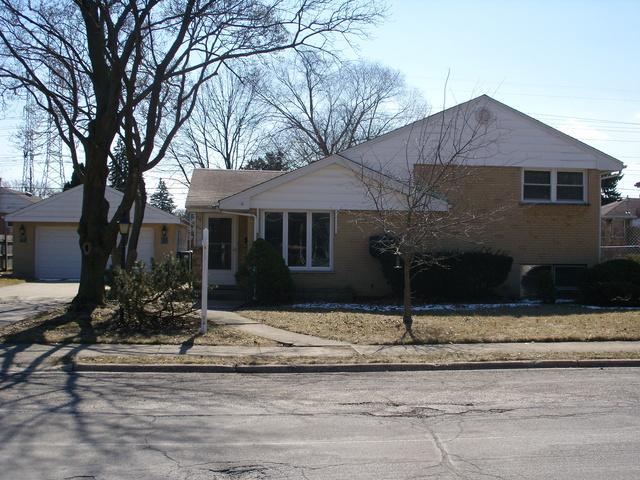 5735 Capri Lane, Morton Grove, IL 60053 (MLS #09886198) :: The Jacobs Group