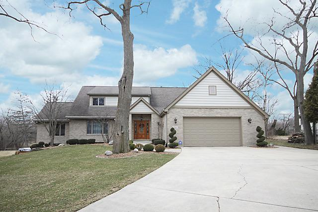 5512 Fairview Avenue, Downers Grove, IL 60516 (MLS #09886834) :: The Jacobs Group