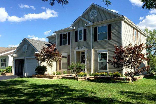 1366 Iris Avenue, Carol Stream, IL 60188 (MLS #09888563) :: Littlefield Group