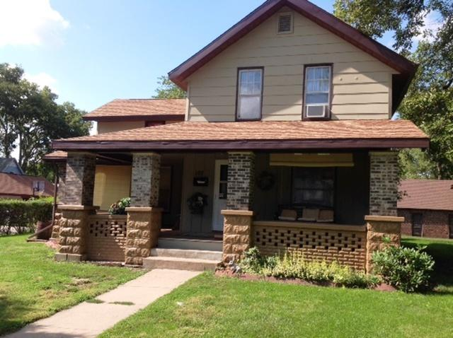 107 5th Avenue, Sterling, IL 61081 (MLS #09888811) :: Domain Realty