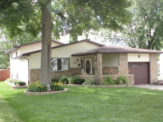 1705 17th Avenue, Sterling, IL 61081 (MLS #09889393) :: Littlefield Group