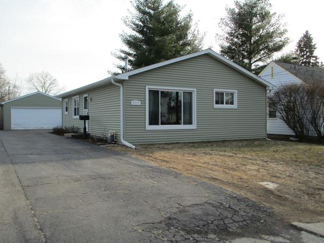 521 Highland Avenue, Woodstock, IL 60098 (MLS #09889797) :: Lewke Partners