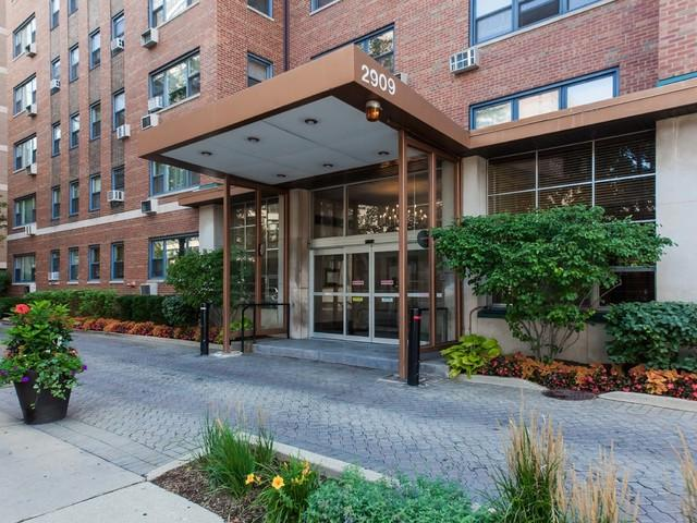 2909 N Sheridan Road #1602, Chicago, IL 60657 (MLS #09890257) :: The Perotti Group