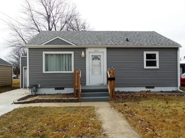 1407 Avenue I, Sterling, IL 61081 (MLS #09891560) :: Domain Realty