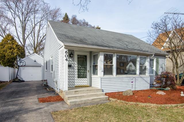 604 Lincoln Avenue, Elgin, IL 60120 (MLS #09891562) :: Domain Realty