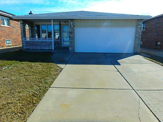 1111 Herbert Breclaw Drive, Calumet City, IL 60409 (MLS #09891913) :: Lewke Partners