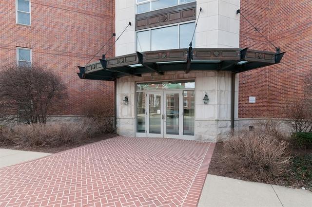 111 N Wheaton Avenue #210, Wheaton, IL 60187 (MLS #09891991) :: Touchstone Group