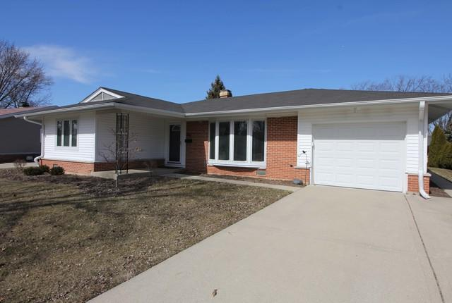 388 Maple Lane, Elk Grove Village, IL 60007 (MLS #09892036) :: Domain Realty