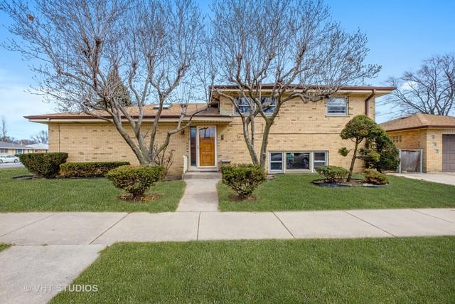 5545 Oakton Street, Morton Grove, IL 60053 (MLS #09892504) :: Domain Realty