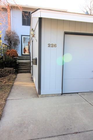 226 Oakwood Lane, Bloomingdale, IL 60108 (MLS #09893939) :: Littlefield Group