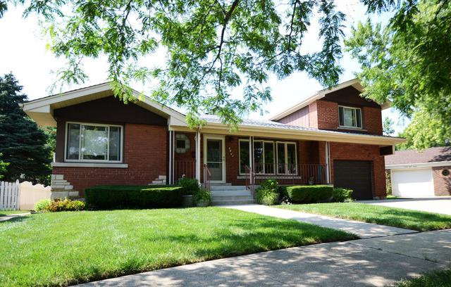 9834 S Sawyer Avenue, Evergreen Park, IL 60805 (MLS #09894217) :: Domain Realty